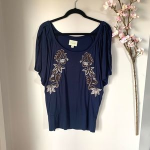 DELETTA / DETAILED NAVY TUNIC TOP